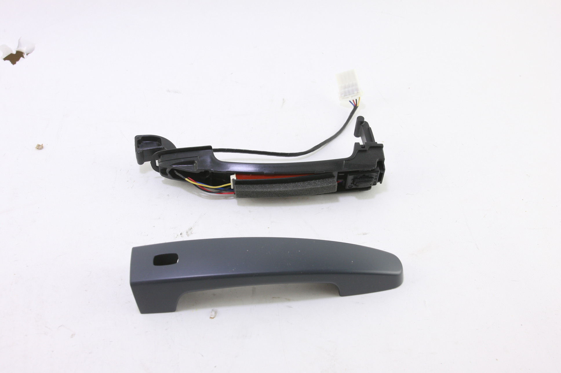 ~ New GM OEM 13590679 Chevy 20114 Impala Front LH RH Door Handle - image 1