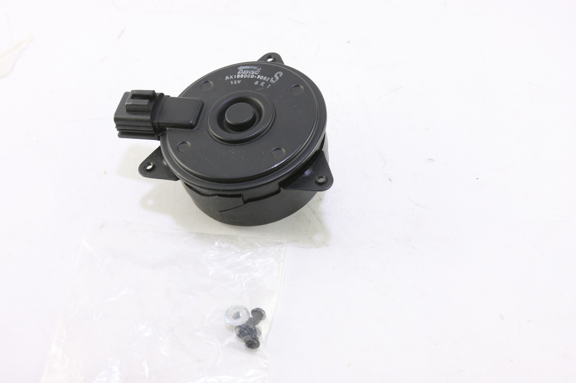 *~ New OEM ACDelco 15-80541 GM 89022525 Engine Coolant Fan Motor Connector RH - image 1