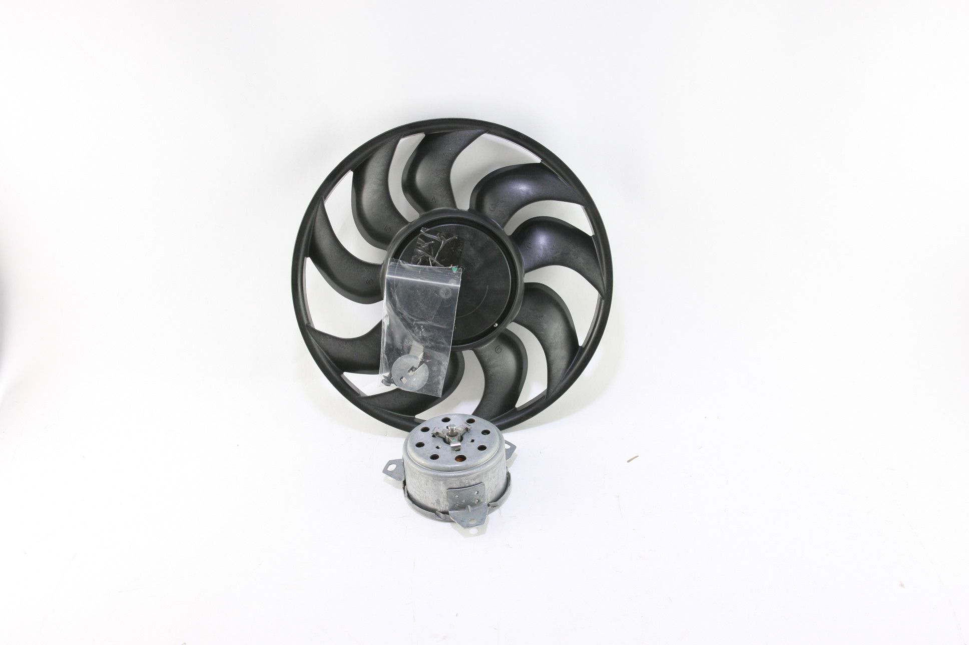*~ New OEM ACDelco 15-81640 Engine Cooling Fan Left 13269461 Fast Free Shipping - image 1