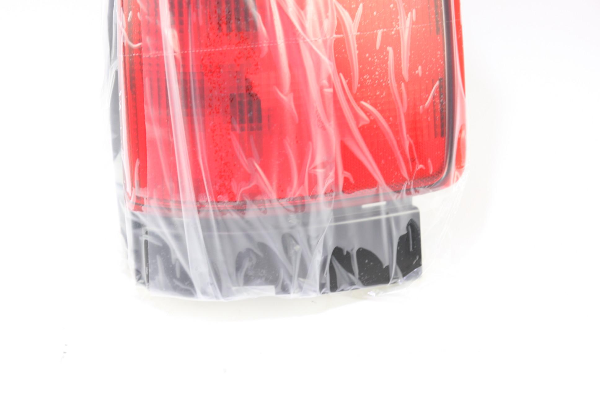 *New OEM GM 15131577 GMC Envoy 02-09 Right Rear Brake Taillight Taillamp Lens - image 4