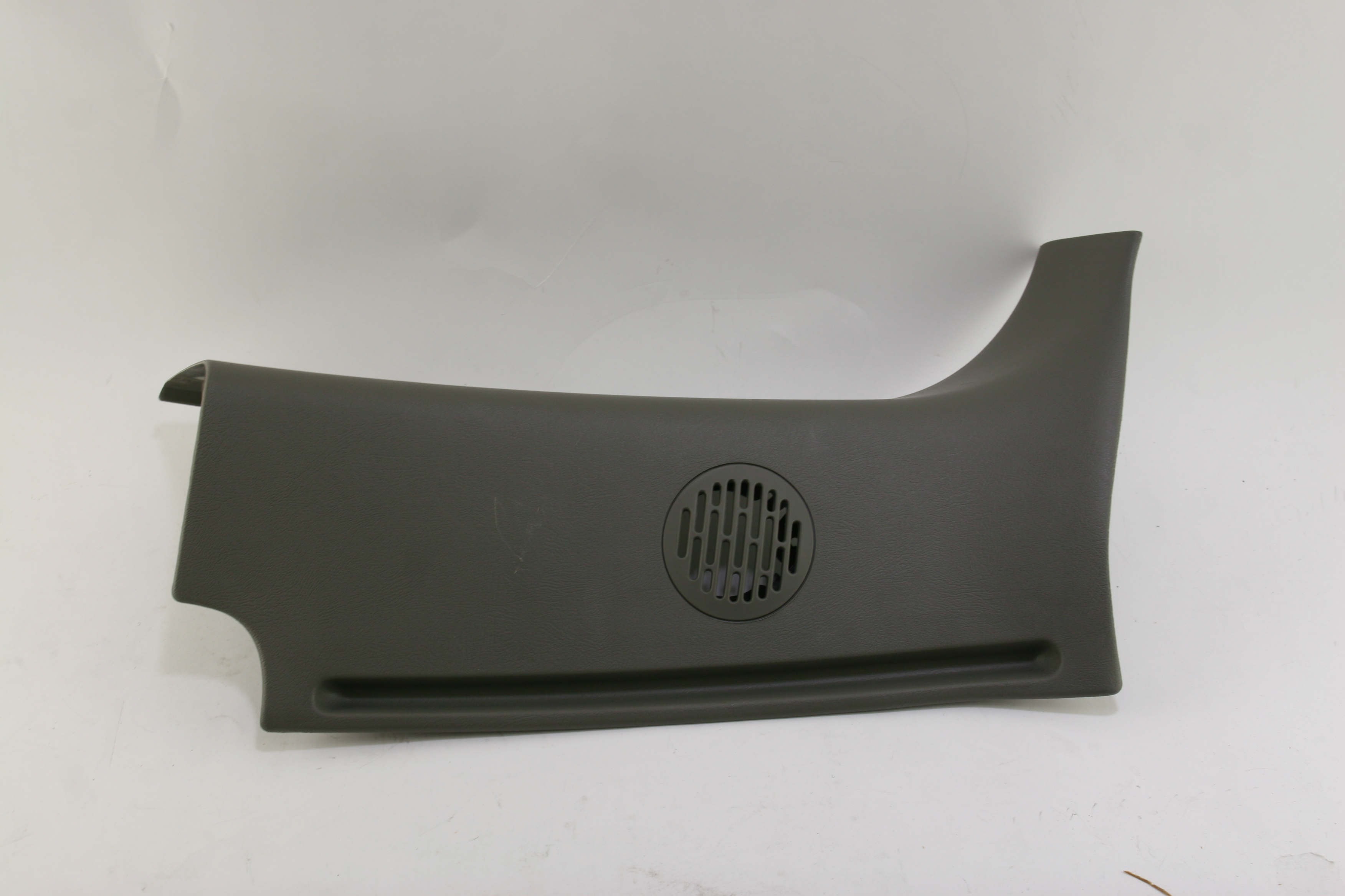 **~ New OEM 15766175 Genuine GM Interior Rear Corner Pillar Right Free Shipping - image 1