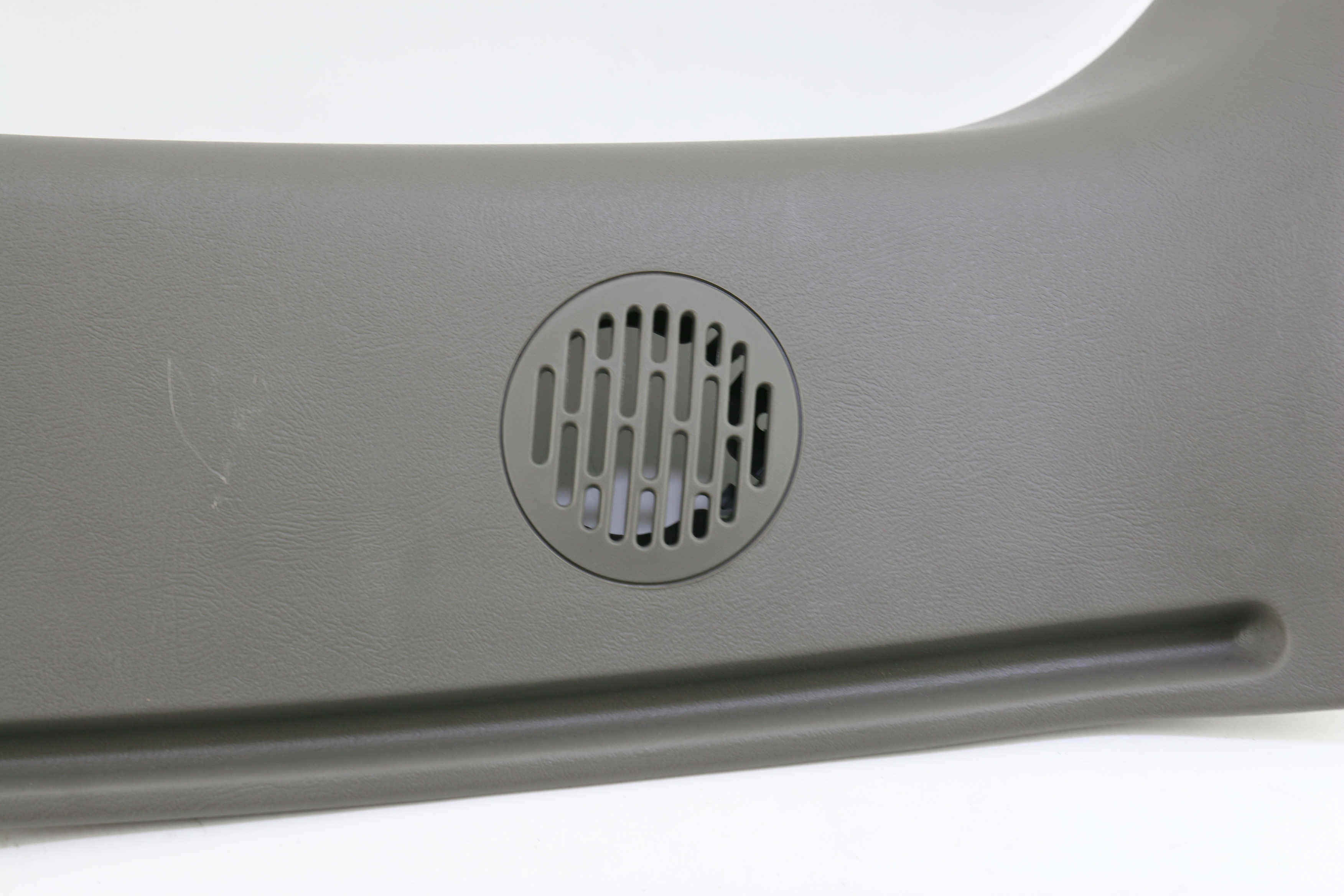 **~ New OEM 15766175 Genuine GM Interior Rear Corner Pillar Right Free Shipping - image 3