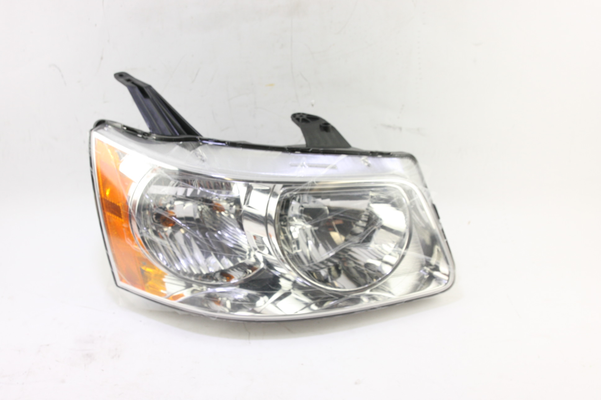 **** New OEM GM 15890728 Pontiac Torrent Right Passenger Side Headlight Lamp - image 1