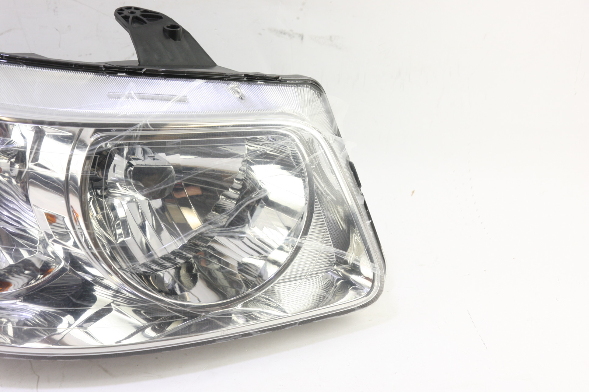 **** New OEM GM 15890728 Pontiac Torrent Right Passenger Side Headlight Lamp - image 3