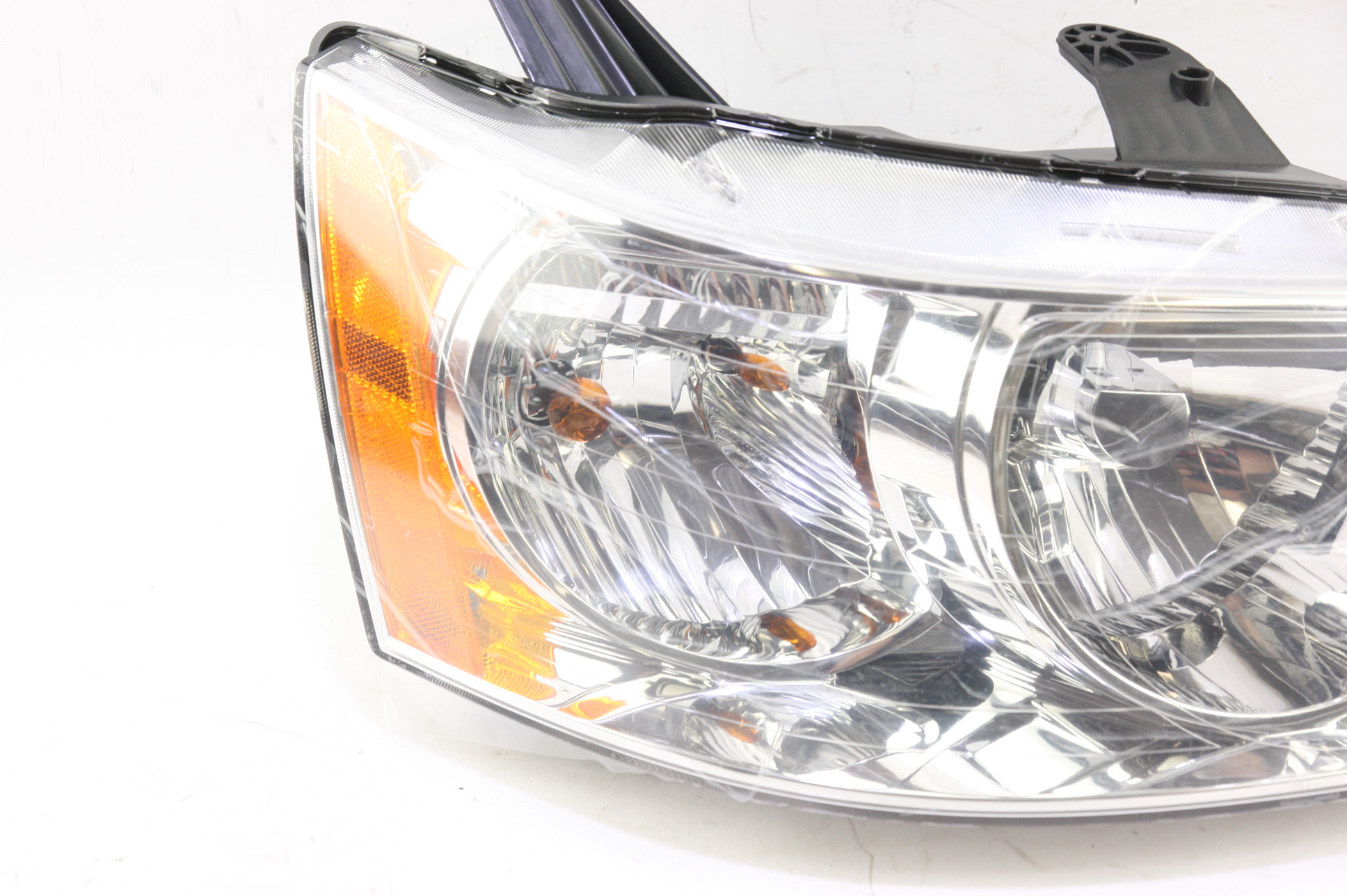 **** New OEM GM 15890728 Pontiac Torrent Right Passenger Side Headlight Lamp - image 4