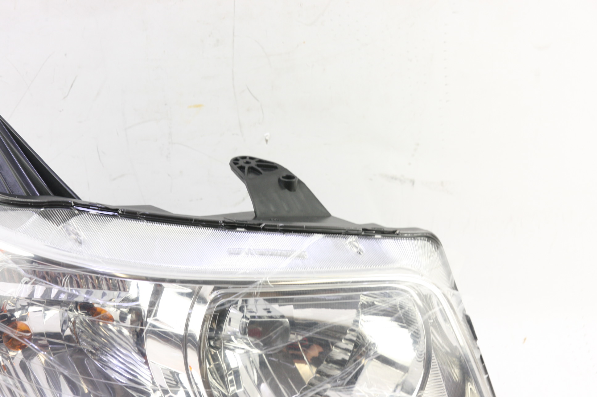 **** New OEM GM 15890728 Pontiac Torrent Right Passenger Side Headlight Lamp - image 6