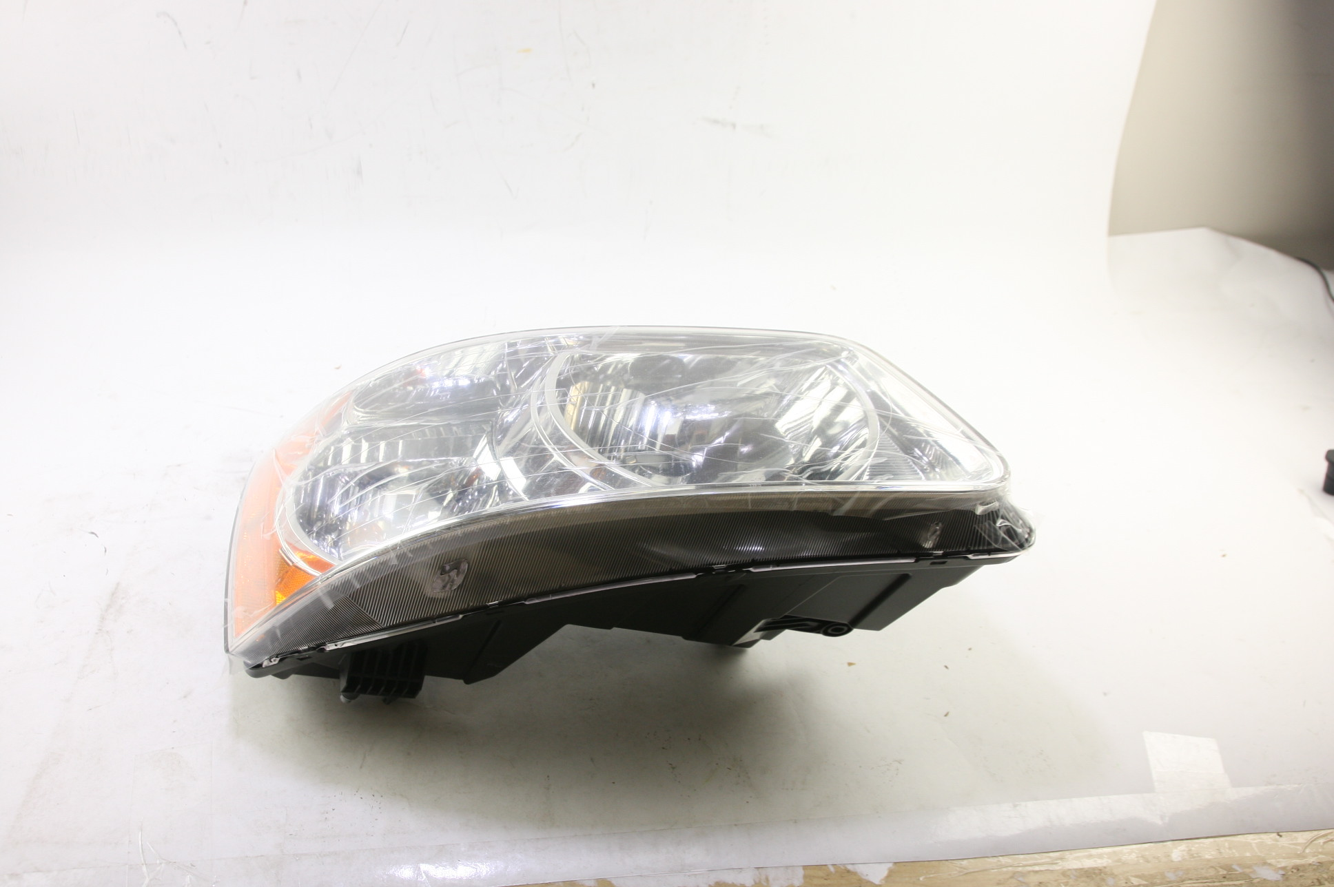 **** New OEM GM 15890728 Pontiac Torrent Right Passenger Side Headlight Lamp - image 12