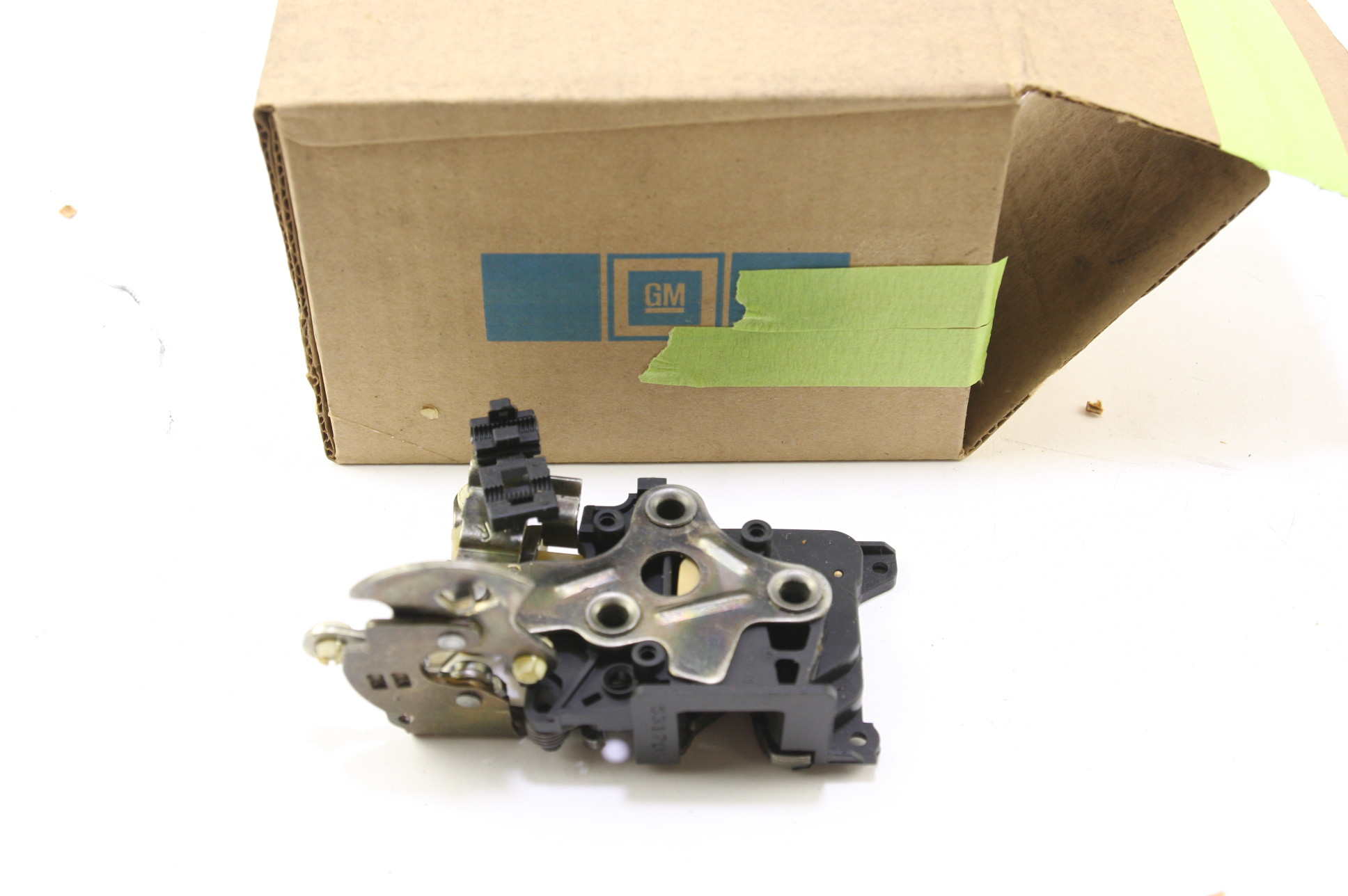 * New OEM 16629726 Genuine GM Front Door Lock Kit Free Shipping NIP - image 1