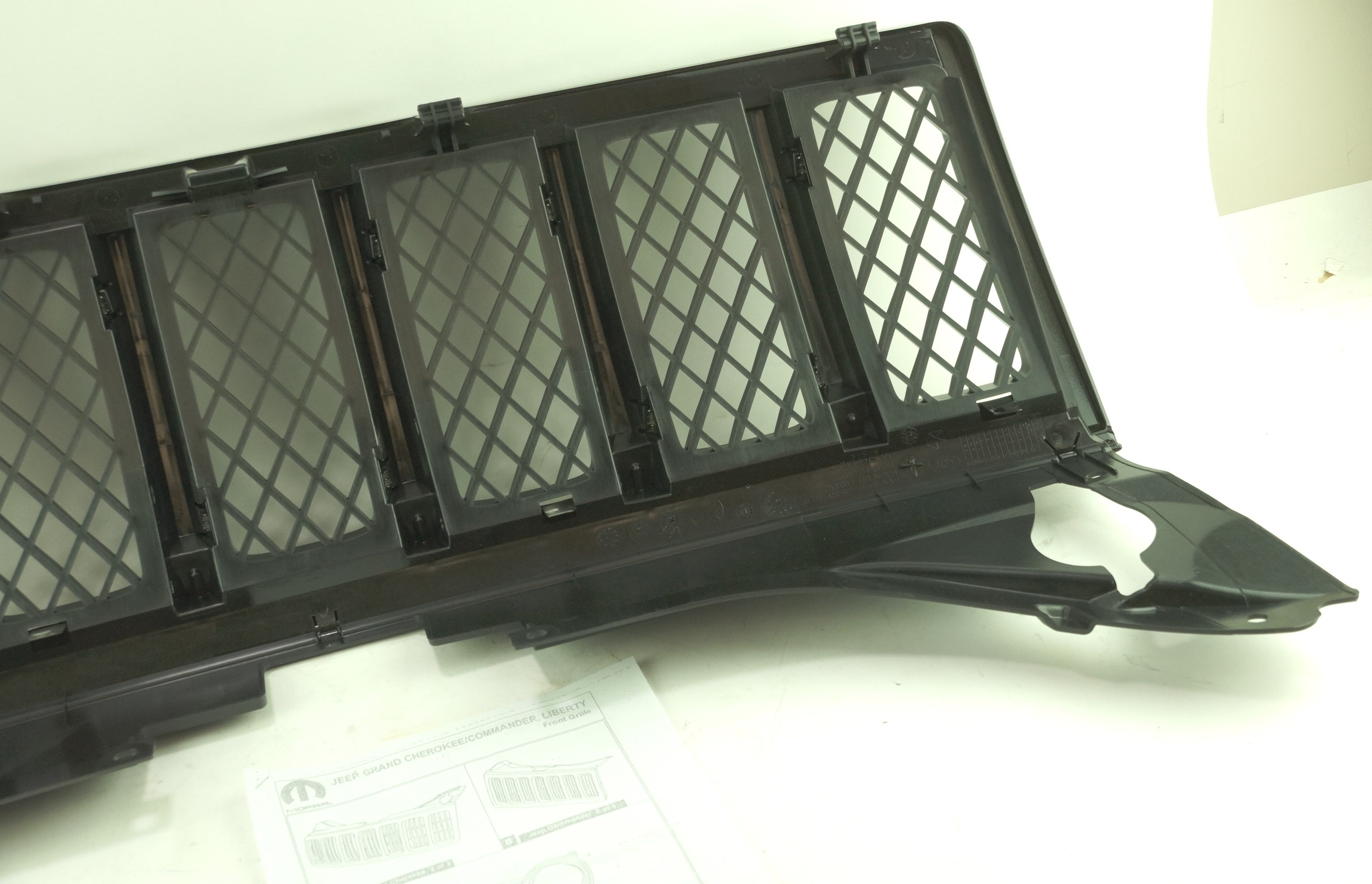 New OEM 1FW131XR-AC 08-10 Jeep Grand Cherokee Black Radiator Grille Assembly - image 2