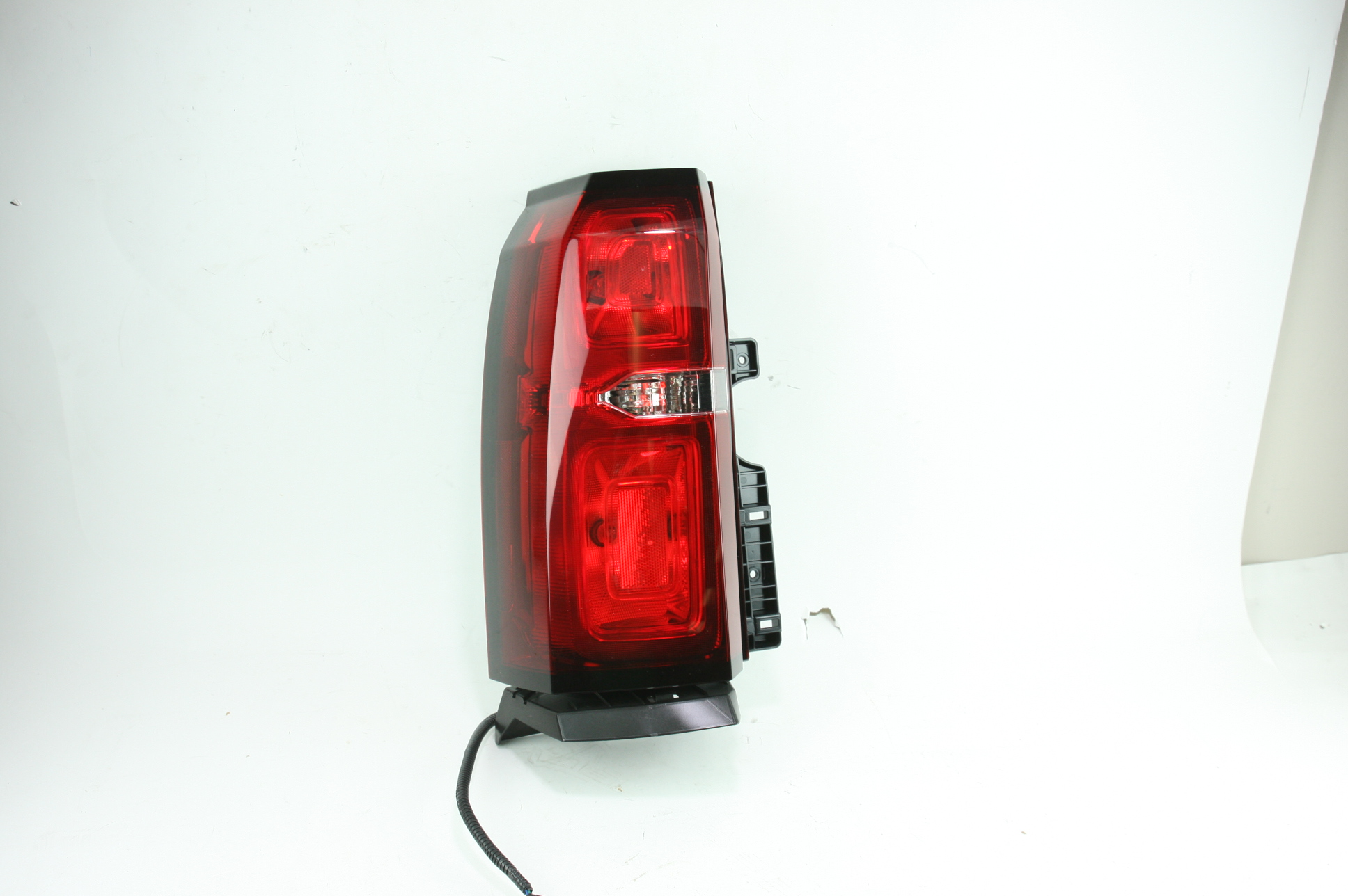 New Genuine OEM 23407432 GM Left Tail Lamp 15-19 Chevy Tahoe & Suburban NIP - image 1