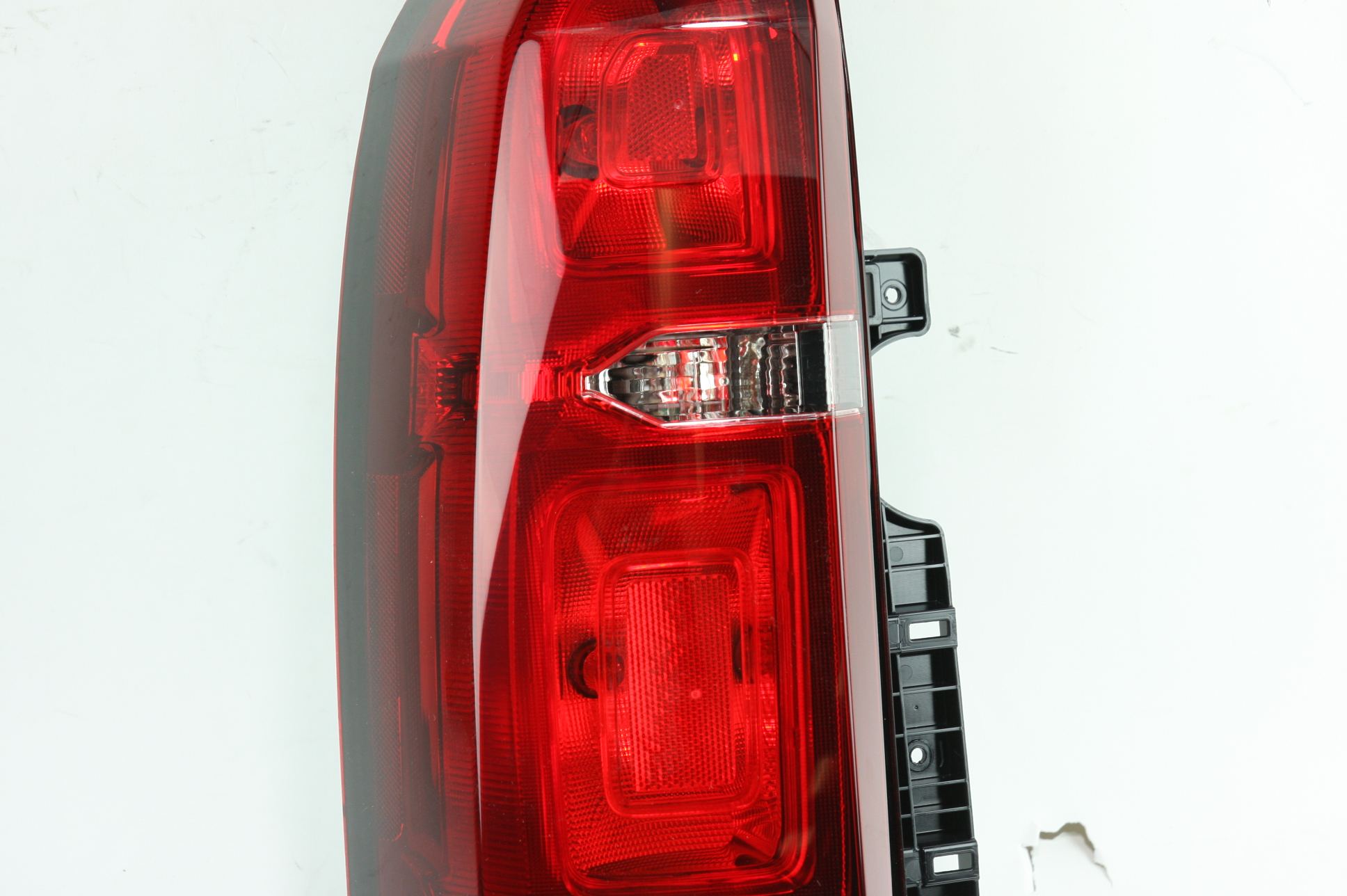 *** New Genuine OEM 23407432 GM Left Tail Lamp 15-19 Chevy Tahoe & Suburban - image 4