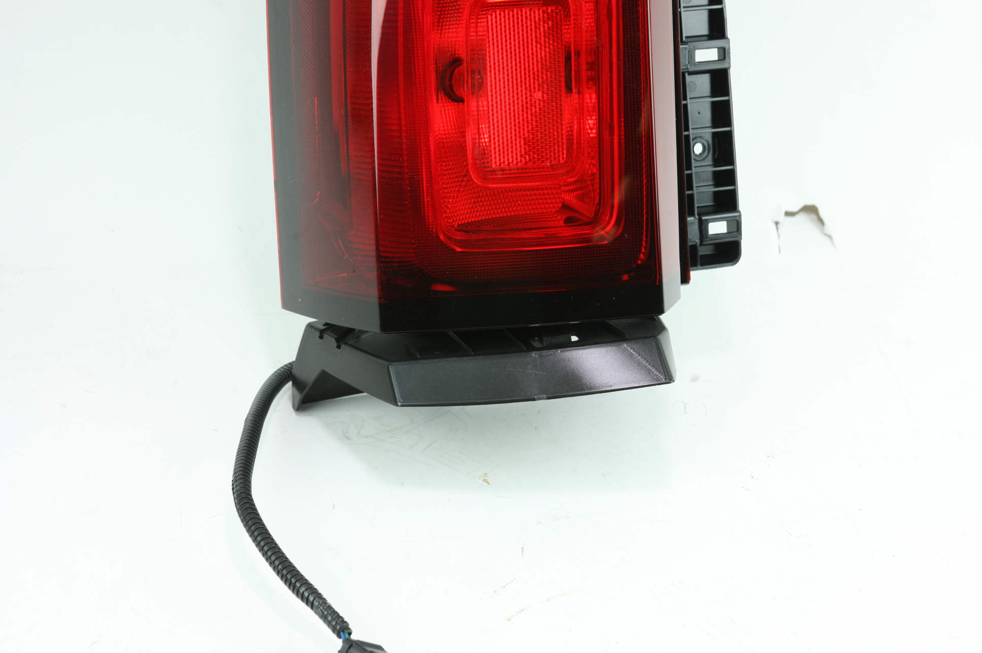 New Genuine OEM 23407432 GM Left Tail Lamp 15-19 Chevy Tahoe & Suburban NIP - image 5