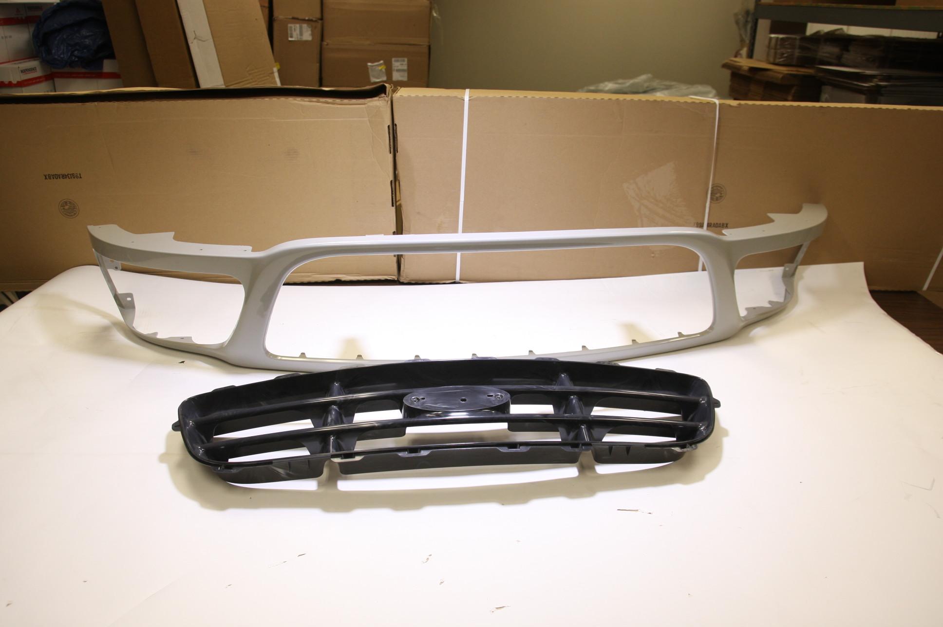 ** New OEM 3L3Z8200DA Ford 99-03 F-150 Grille Grill w/ Gloss Black Insert NIP - image 1