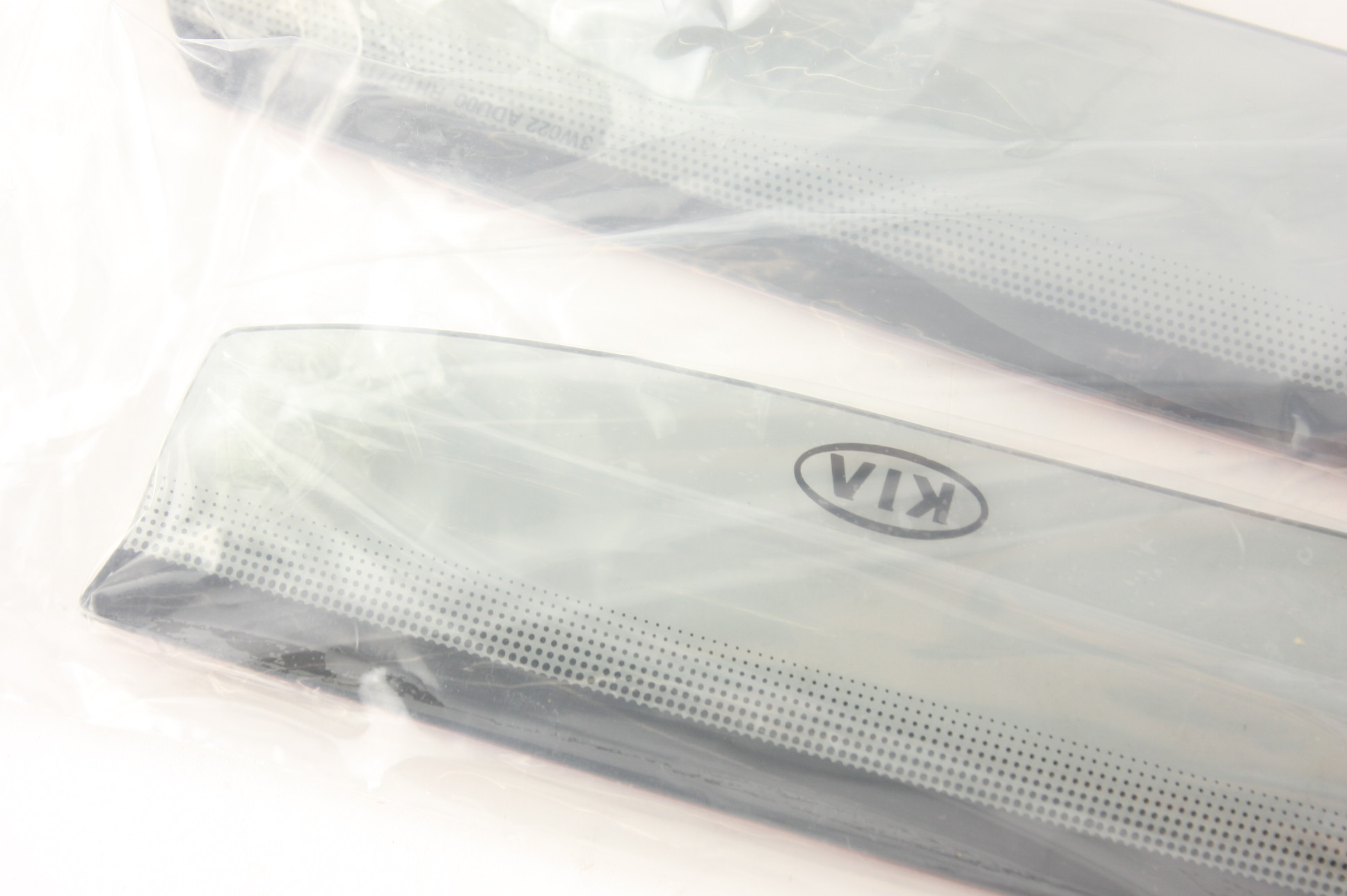 **~ New OEM 3W022ADU00 Kia Sportage Sport Visors Rain Guards set of 4 Vents - image 7