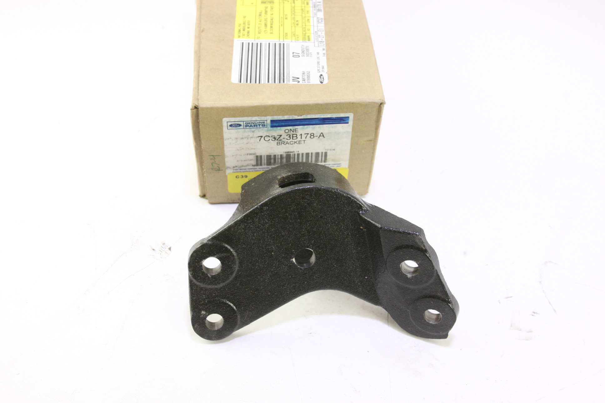 ~ New OEM 7C3Z3B178A Ford Front Suspension Axle Beam Pivot Bracket Right - image 1