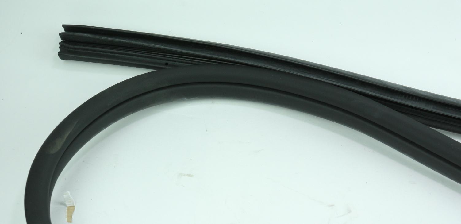 *** New OEM 821102H001CH Hyundai 09-12 Elantra Front Door Weatherstrip Seal Left - image 3