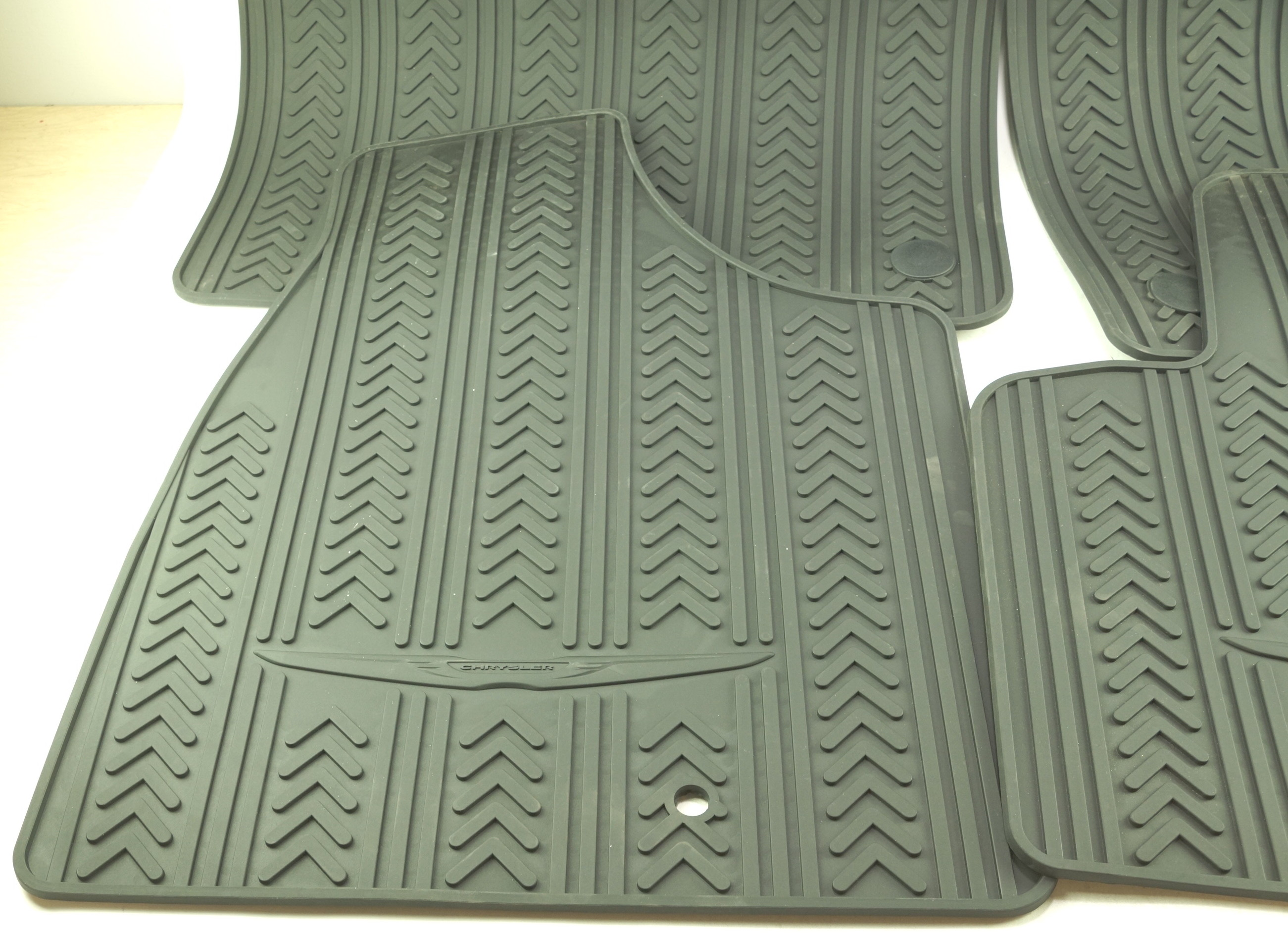 New OEM 82213479 Mopar Town & Country Front & 2nd Row Black Rubber Floor Mats - image 2