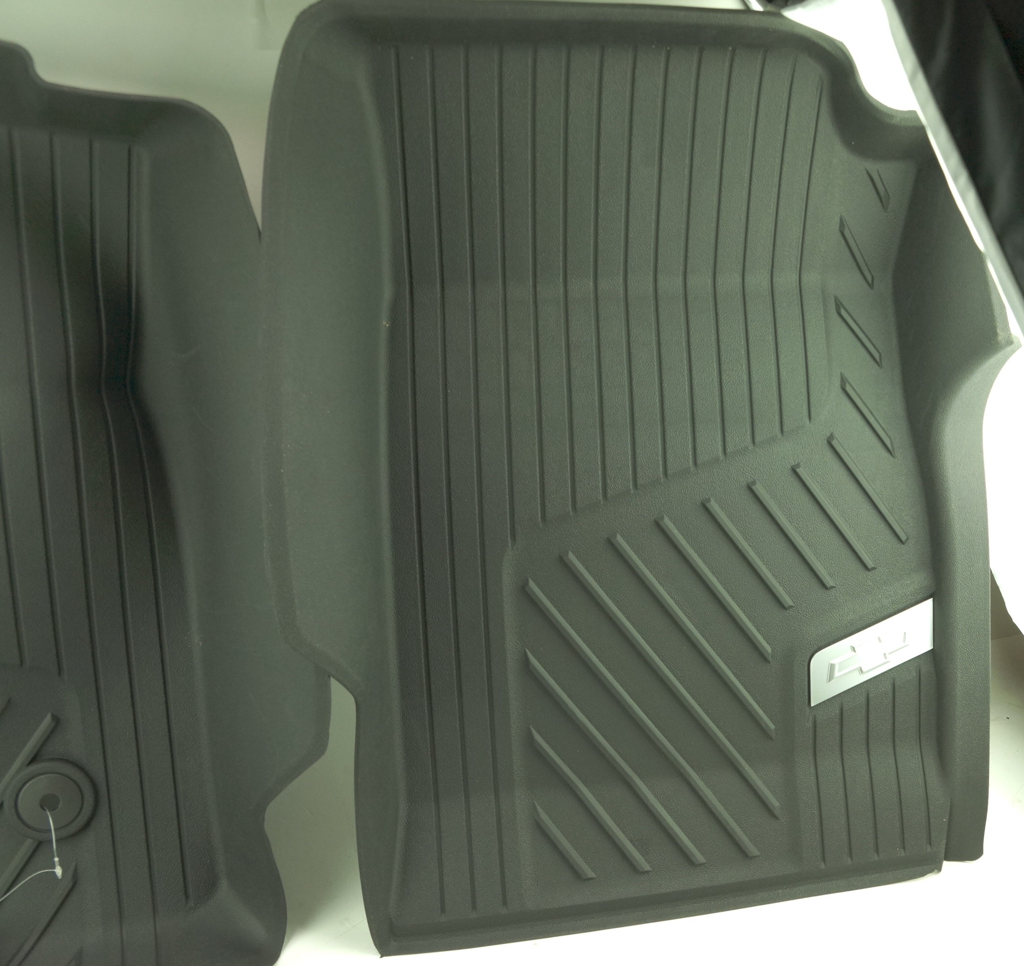 New OEM 84370633 GM 15-21 Colorado Front All Weather Floor Liners Black w/Bowtie - image 5