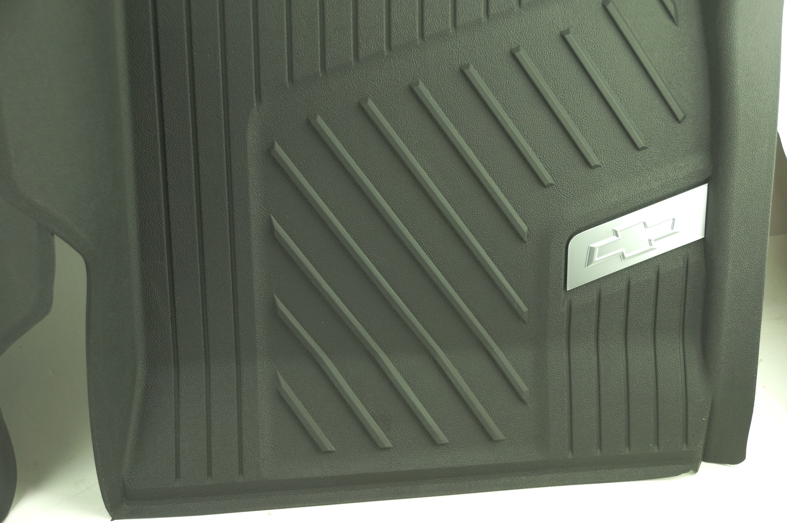 New OEM 84370633 GM 15-21 Colorado Front All Weather Floor Liners Black w/Bowtie - image 6