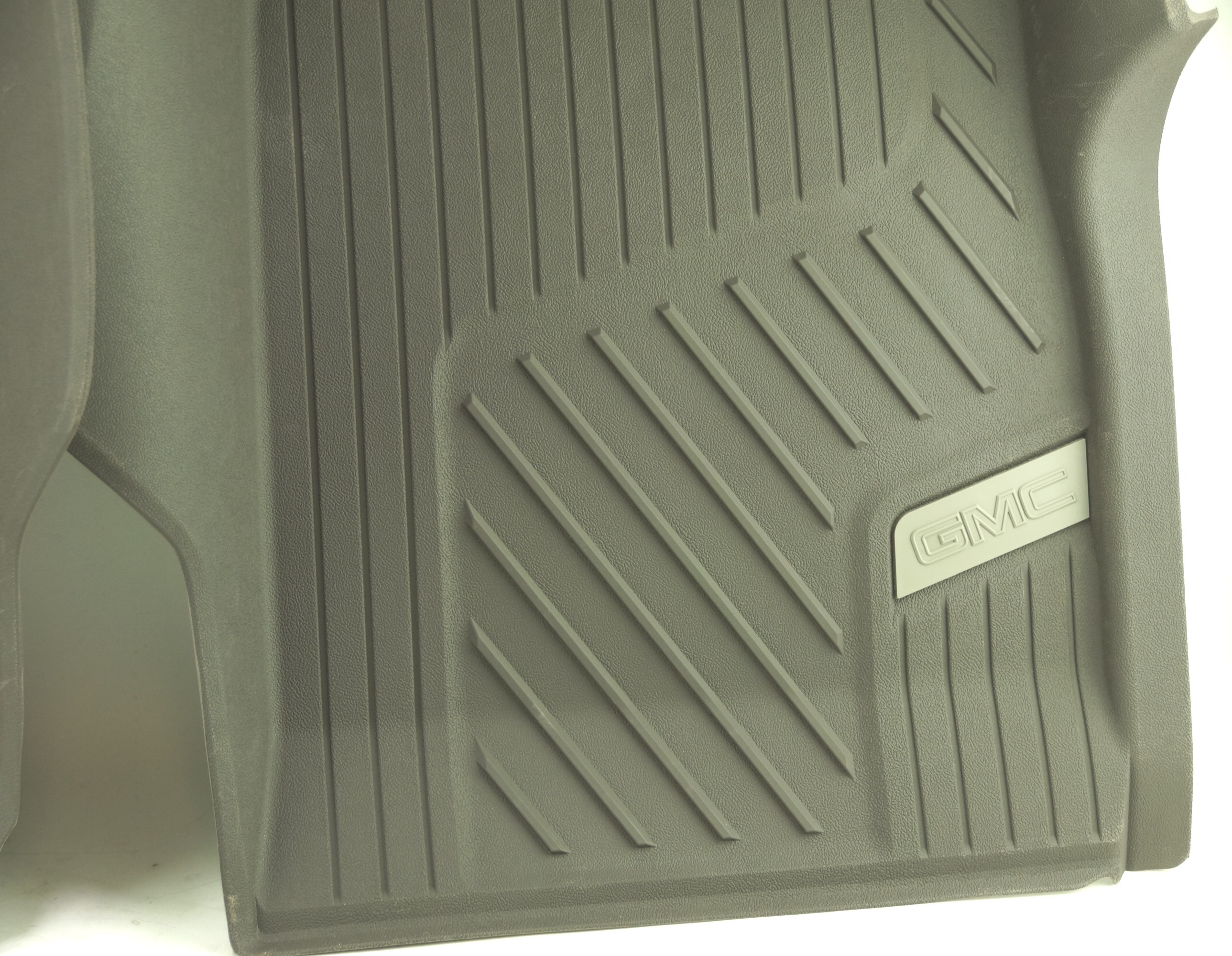 New OEM 84370641 Genuine GM Front Floor Liners All-Weather 15-20 GMC Canyon - image 9