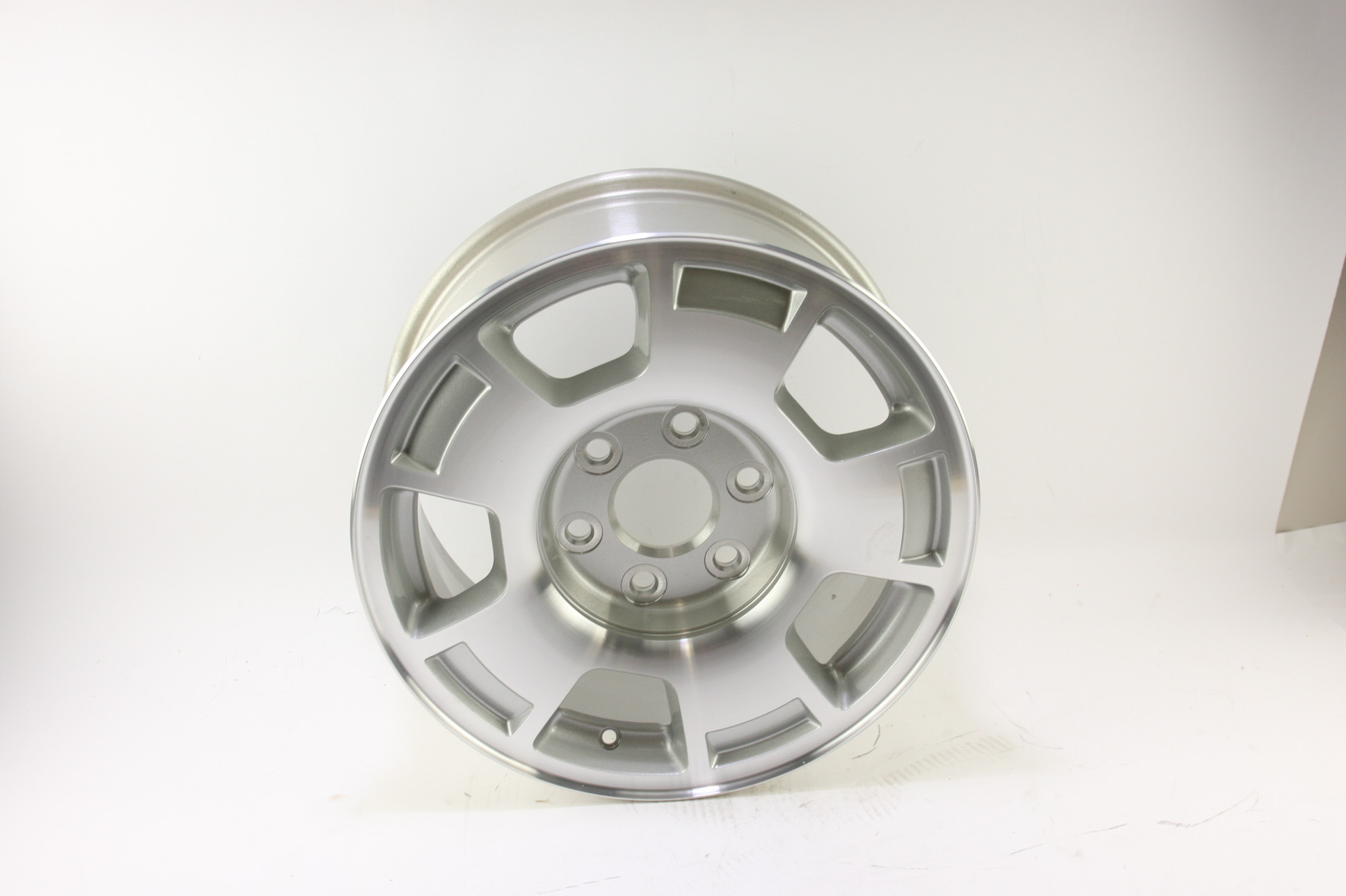 "* New OEM 9596050 Genuine GM Avalanche Silverado Suburban 17"" Wheel Alloy Rim - image 2"