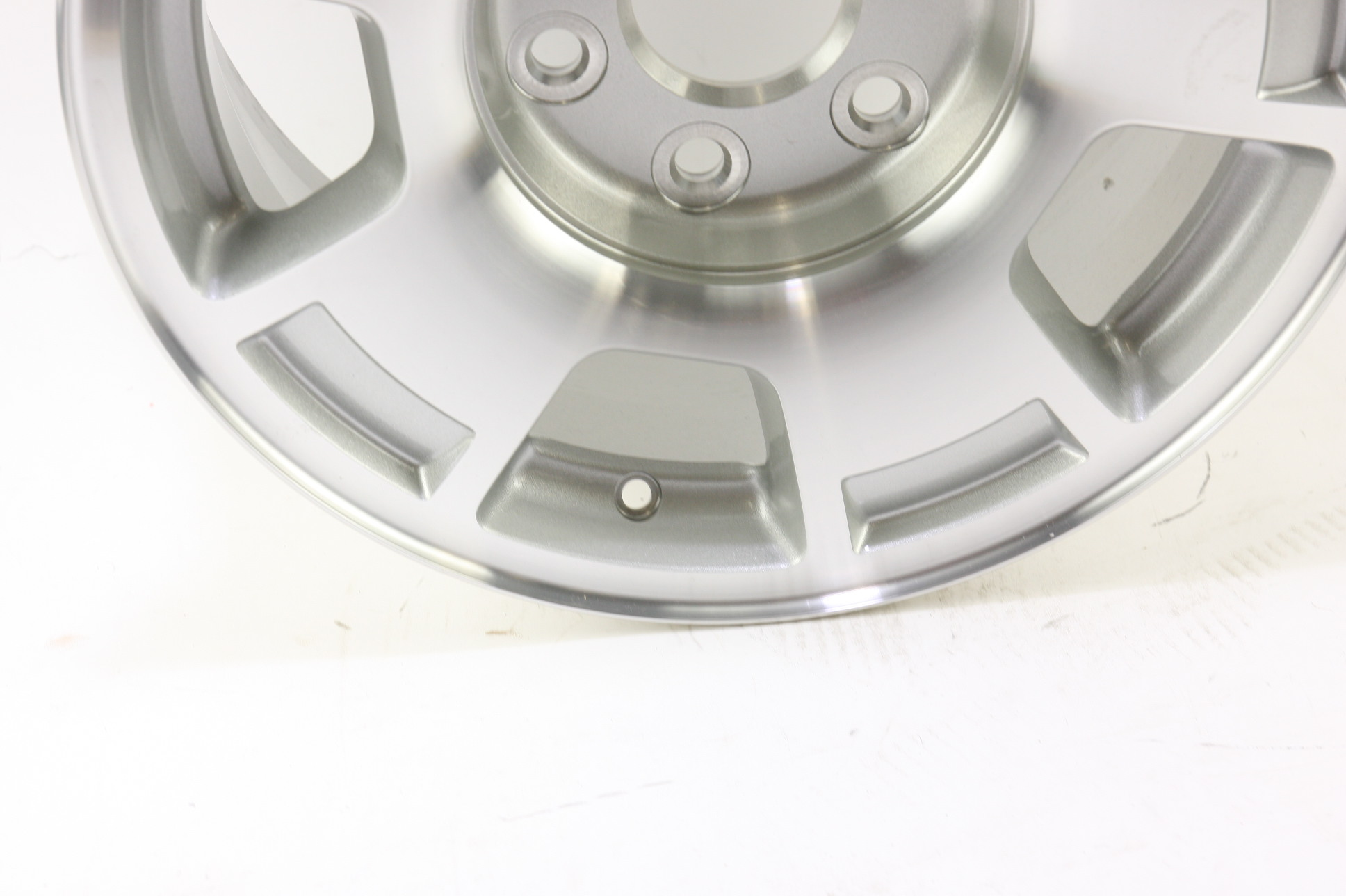 "* New OEM 9596050 Genuine GM Avalanche Silverado Suburban 17"" Wheel Alloy Rim - image 4"