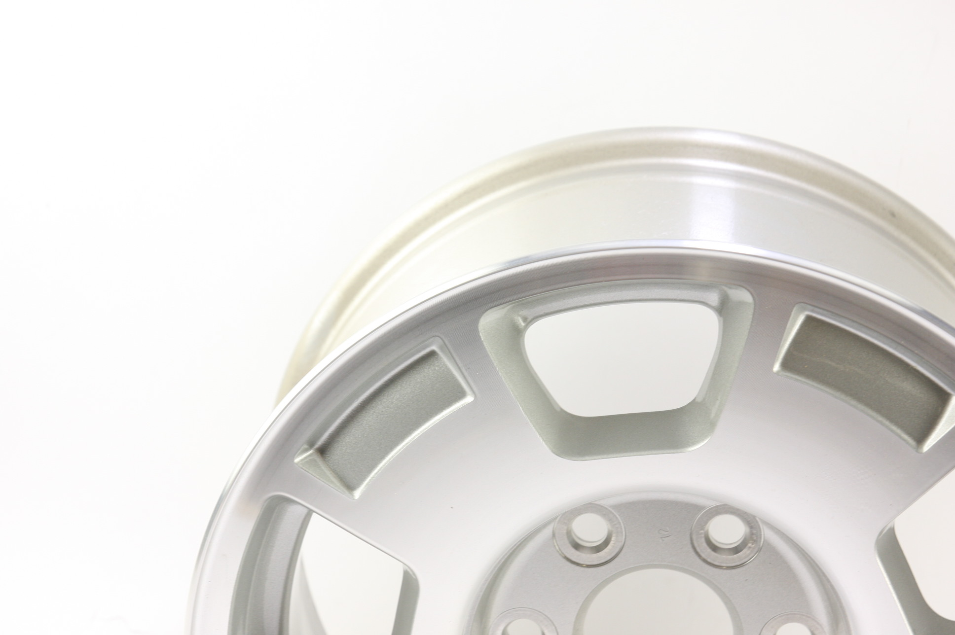 "* New OEM 9596050 Genuine GM Avalanche Silverado Suburban 17"" Wheel Alloy Rim - image 5"