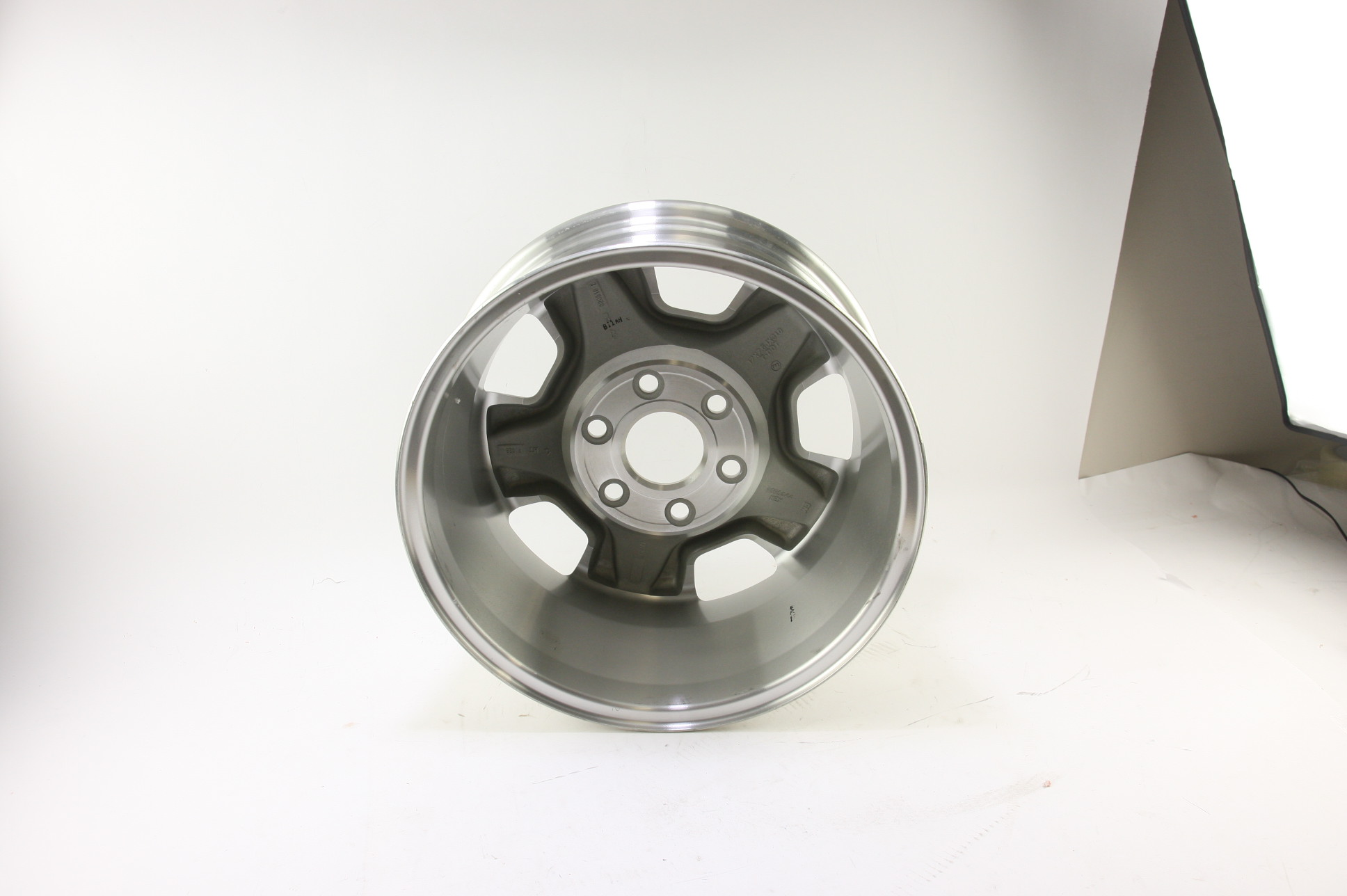 "* New OEM 9596050 Genuine GM Avalanche Silverado Suburban 17"" Wheel Alloy Rim - image 8"
