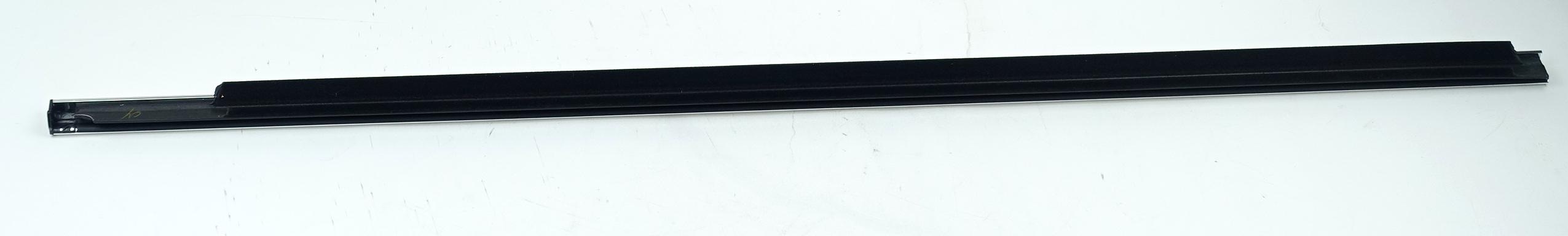New OEM 95980302 GM Front Door Window Sweep Belt Molding Weatherstrip Left - image 3
