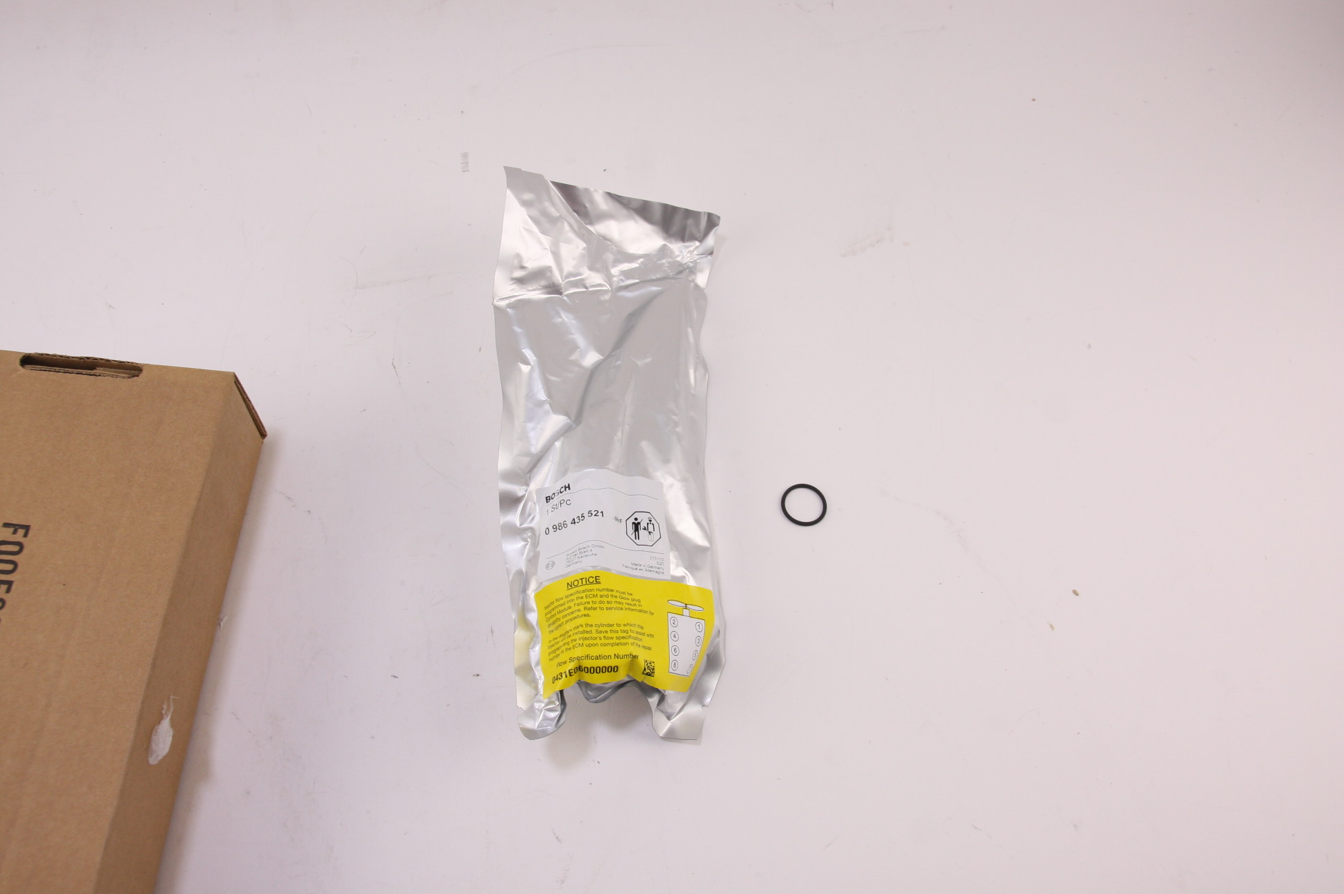 ** New Genuine OEM GM 97780474 Fuel Injector Silverado Express 6.6 Duramax - image 3