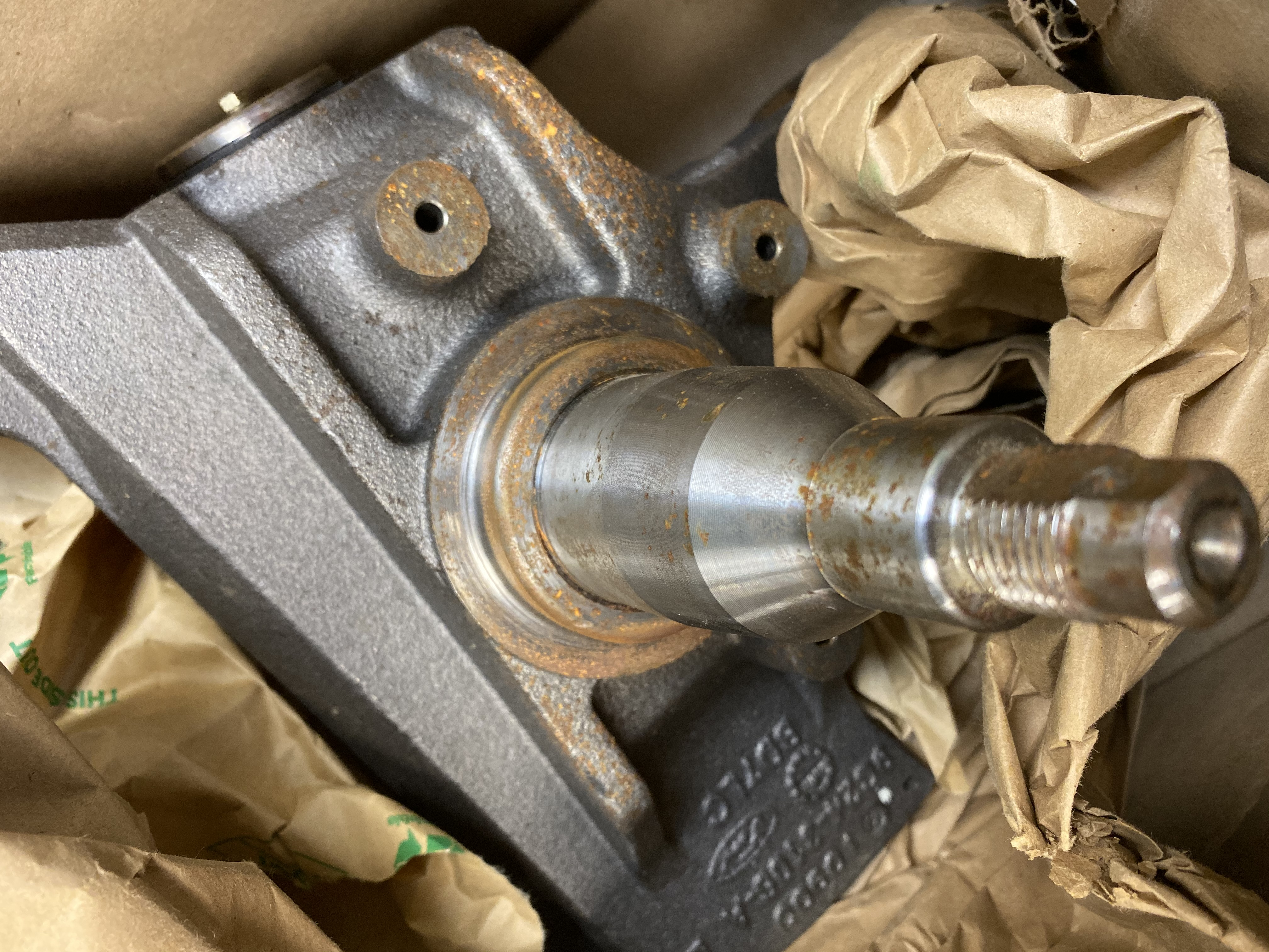 ***New OEM 9C2Z3106A Ford 99-14 E-350 Super Duty Front Steering Knuckle Spindle - image 2