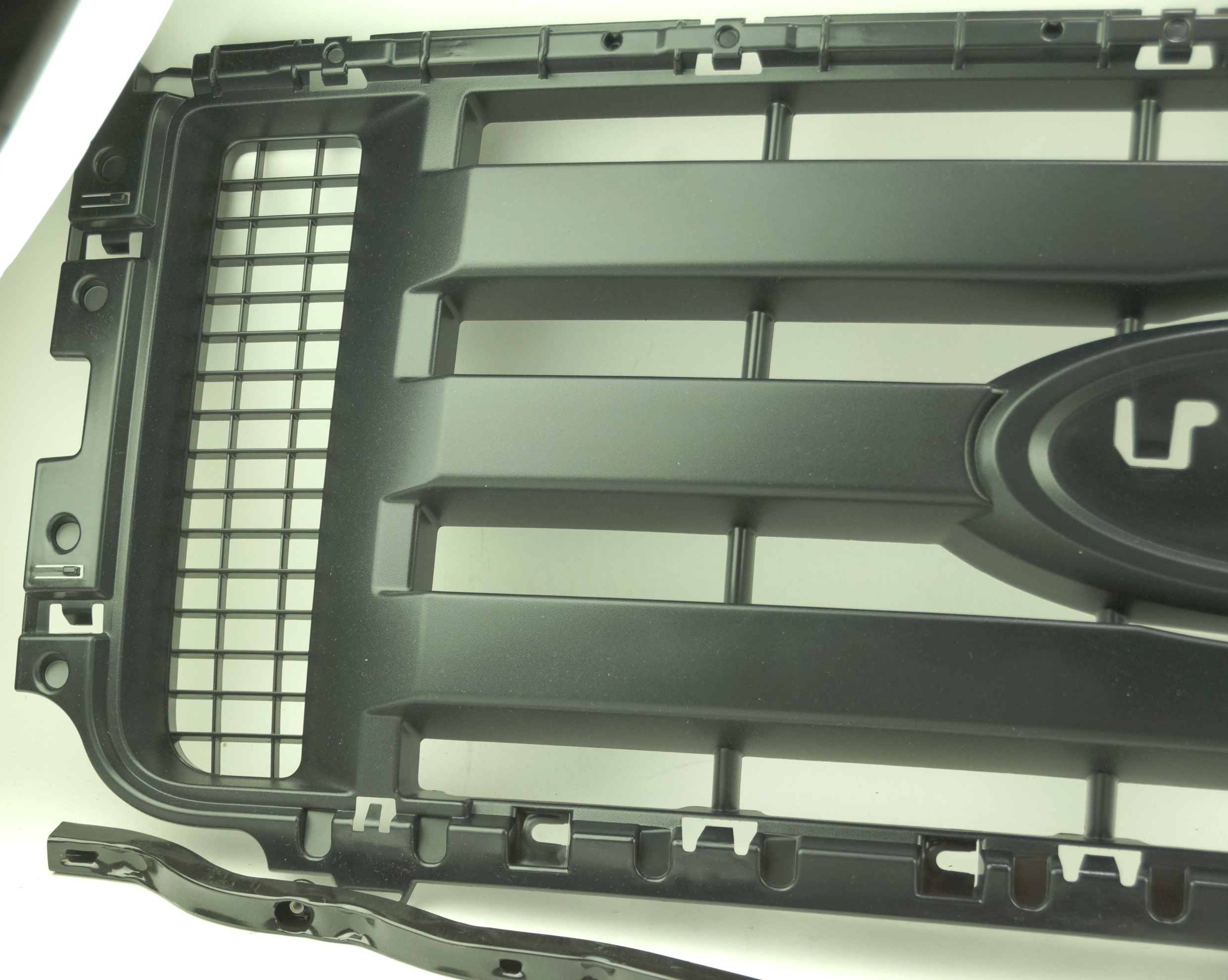 New OEM 9L3Z8200BPTM Ford 09-14 F-150 Grille Insert Gray Shell Textured Black - image 2