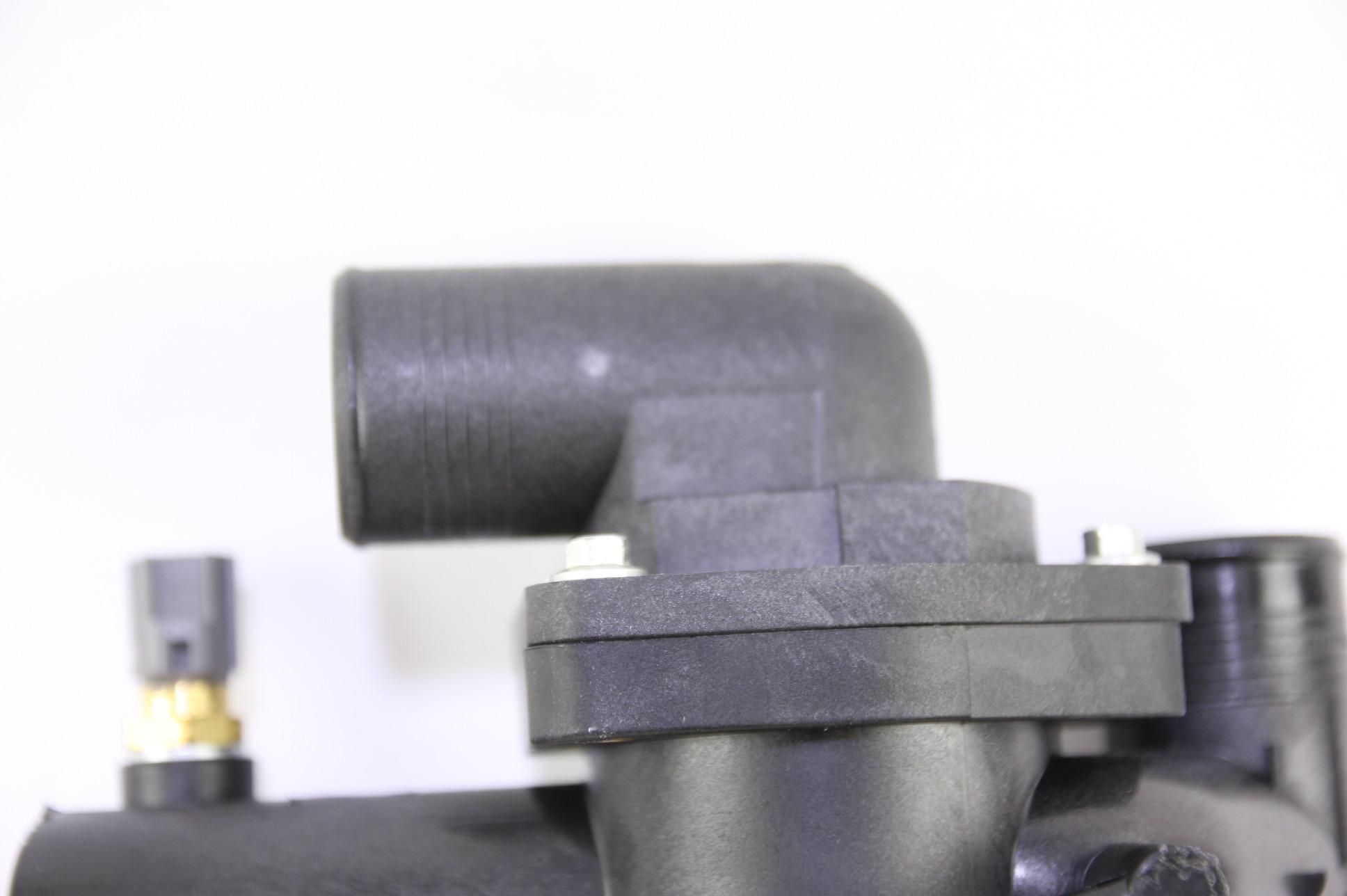 ** New OEM AJ89486 Jaguar 03-06 XK8 4.2L V8 Engine Coolant Thermostat Housing - image 4