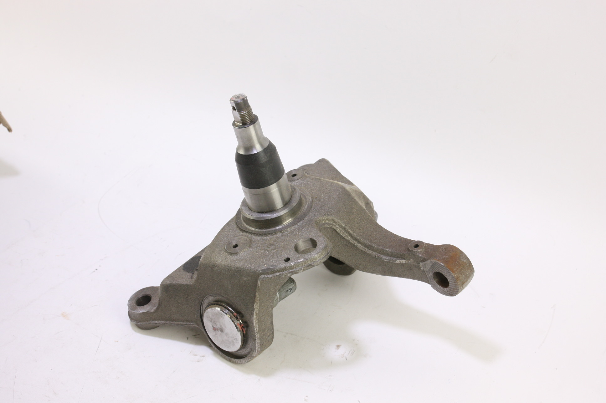 *New OEM F81Z3105BA Ford Front Suspension Steering Knuckle Spindle Free Shipping - image 1