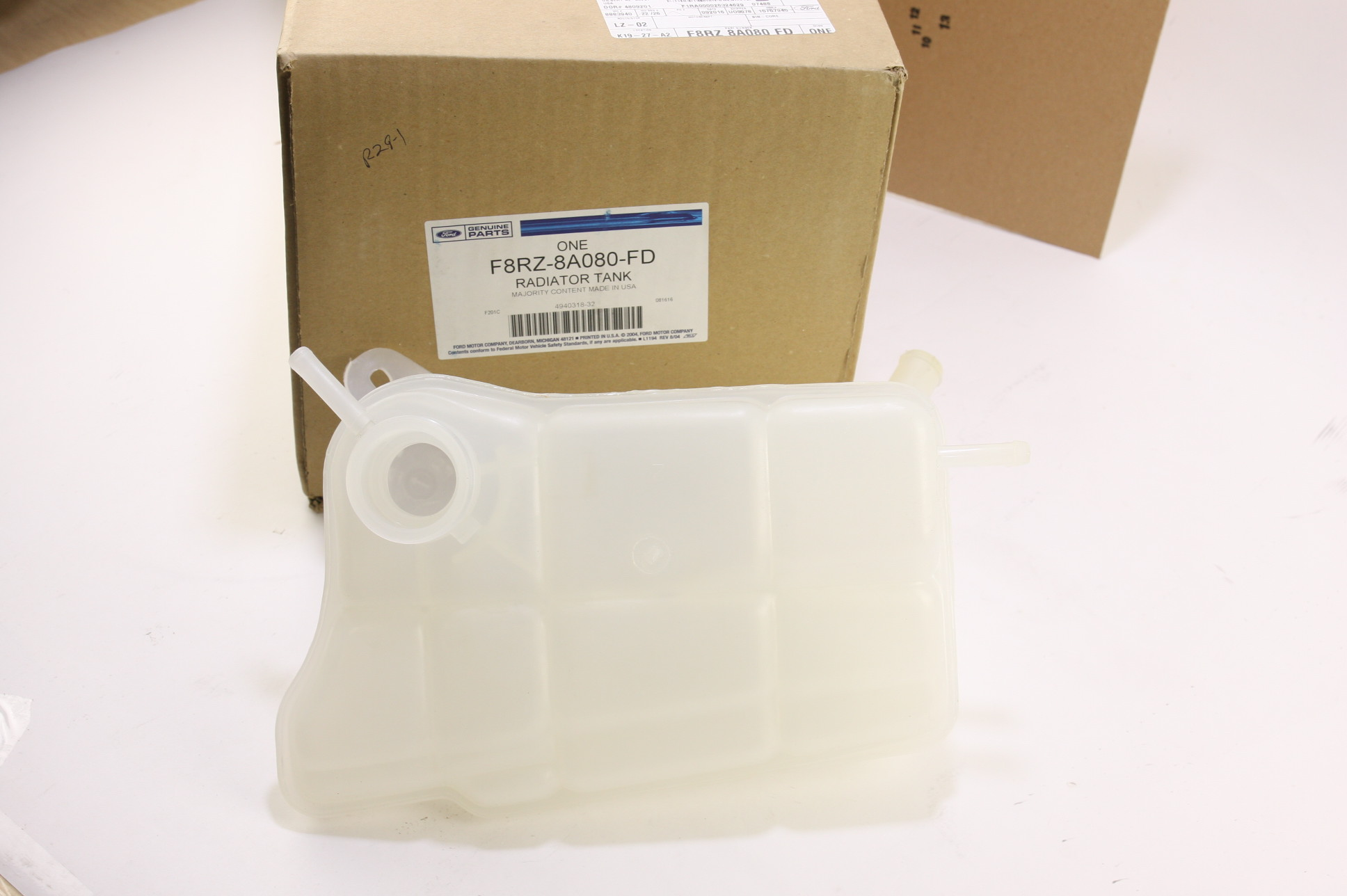 **** New OEM F8RZ8A080FD Ford Radiator Coolant Overflow Tank Recovery Bottle - image 1