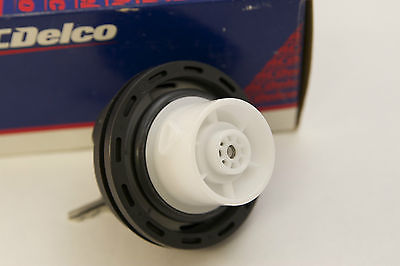 New OEM Original ACDelco Fuel Tank Cap Cap Locking Gas Cap 22720375 GT270 NIP - image 2